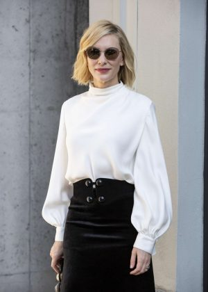 Cate Blanchett - Arrives at Armani Fashion Show in Milan