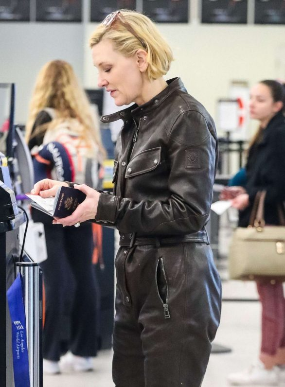 Cate Blanchett - Arrives at LAX airport in Los Angeles