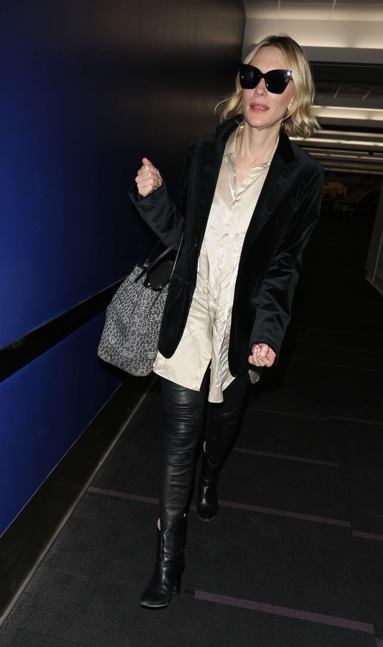 Cate Blanchett 2017 : Cate Blanchett at Los Angeles International Airport -05