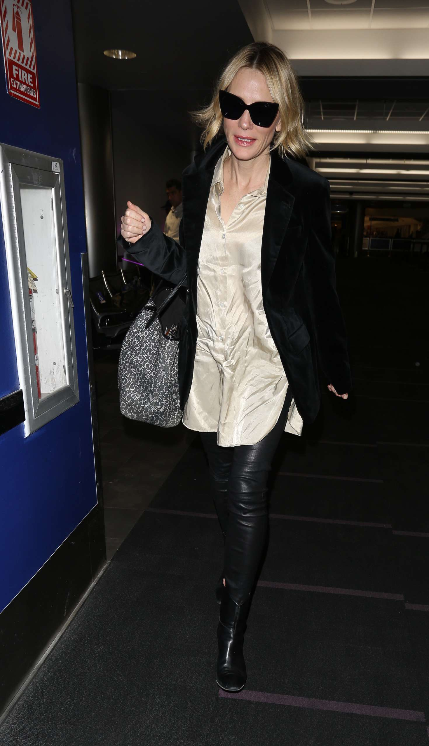 Cate Blanchett 2017 : Cate Blanchett at Los Angeles International Airport -11