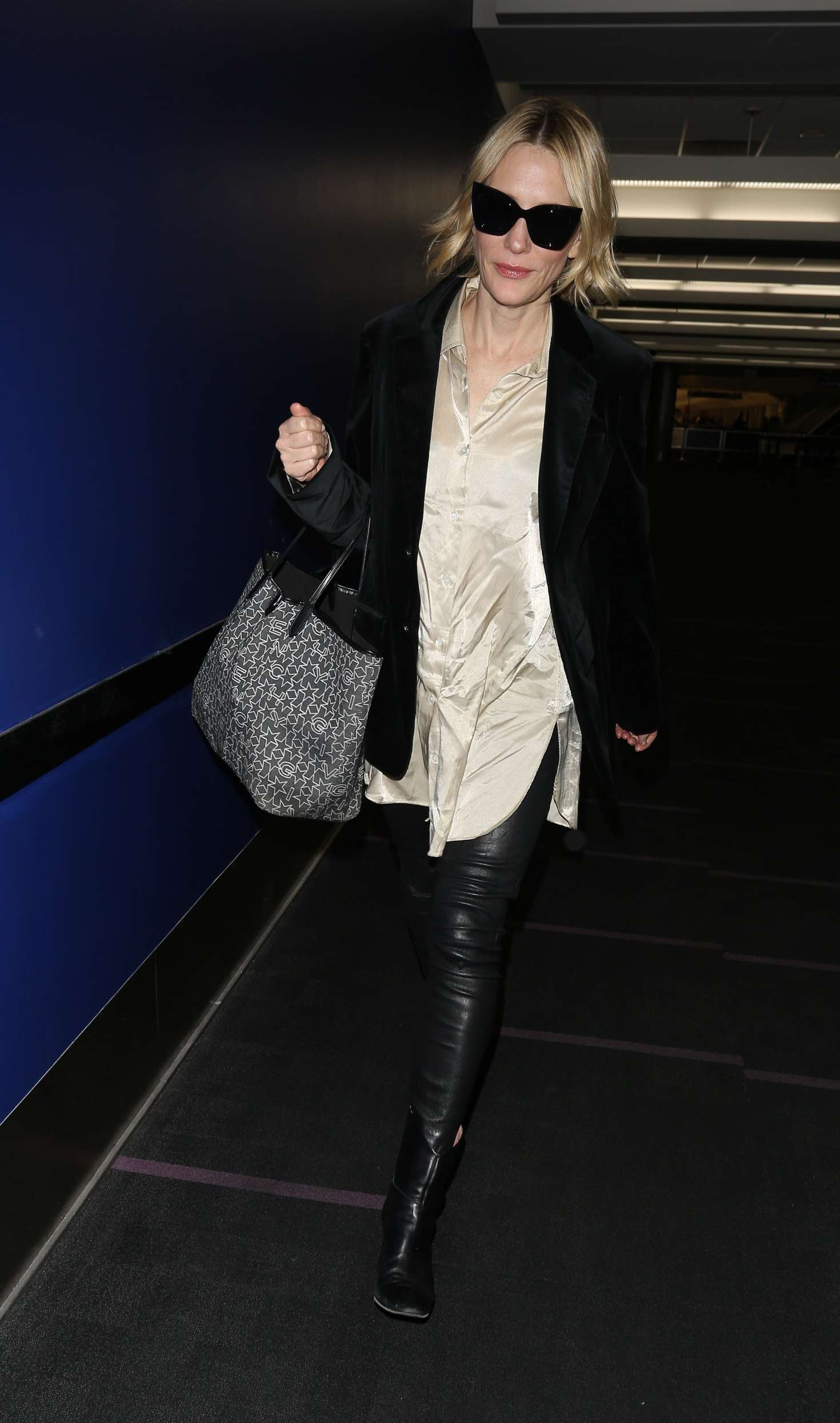 Cate Blanchett 2017 : Cate Blanchett at Los Angeles International Airport -13