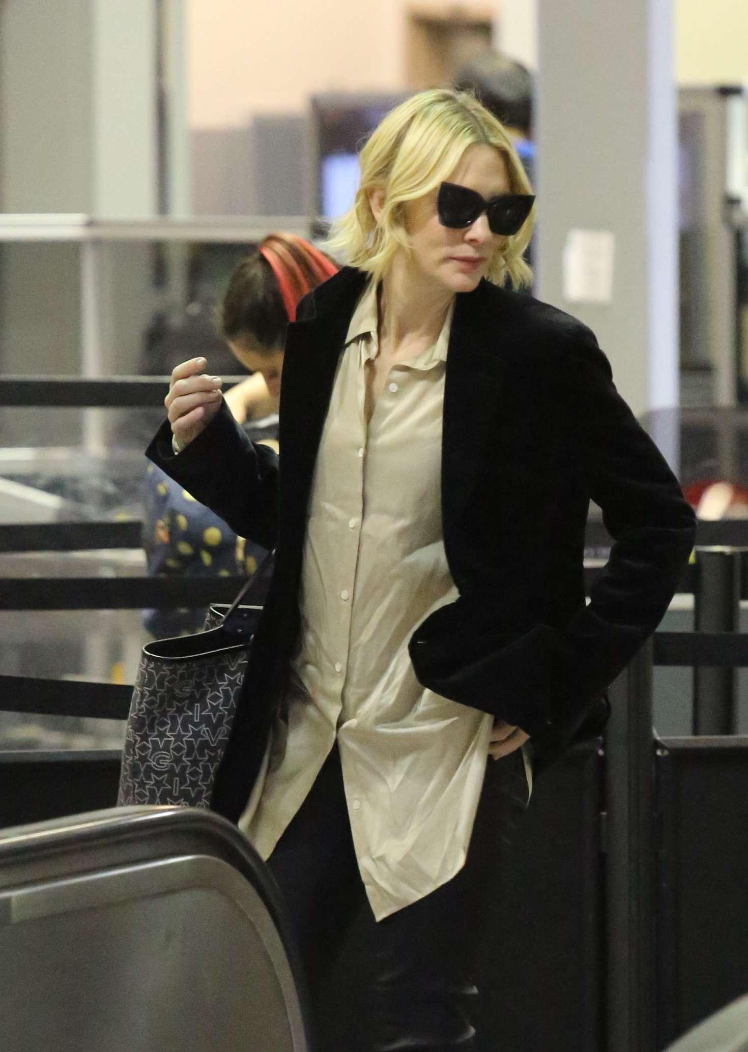 Cate Blanchett 2017 : Cate Blanchett at Los Angeles International Airport -14
