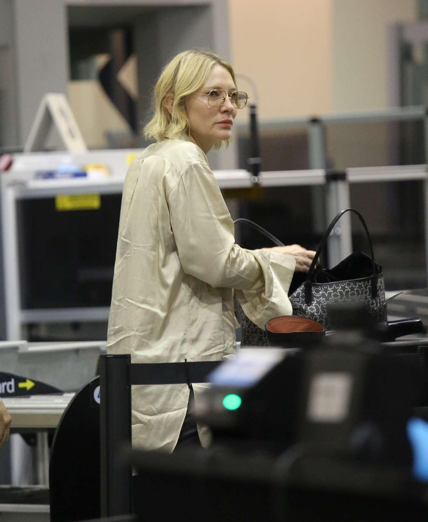Cate Blanchett 2017 : Cate Blanchett at Los Angeles International Airport -20