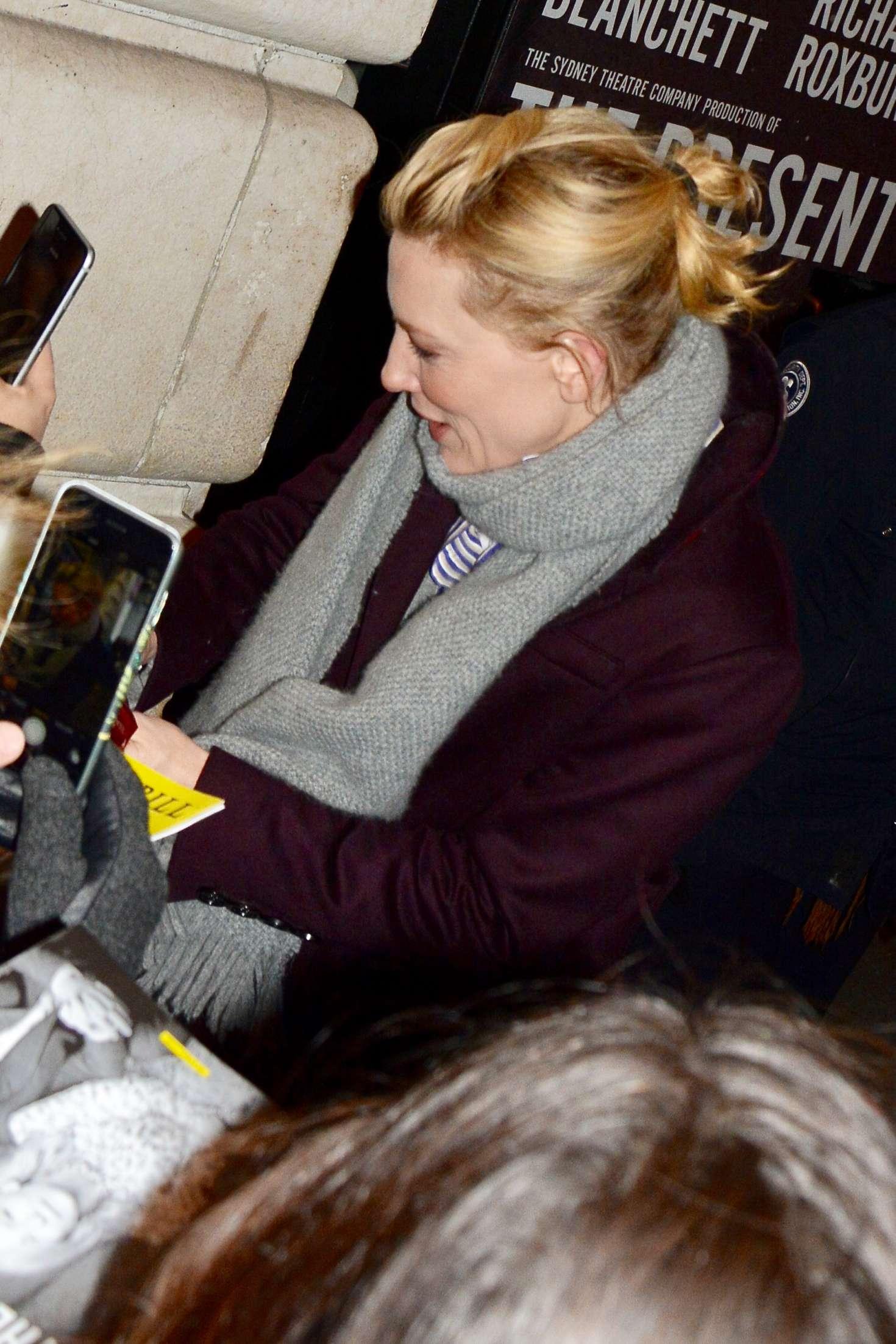 Cate Blanchett 2017 : Cate Blanchett: Meets fans after her broadway performance -01