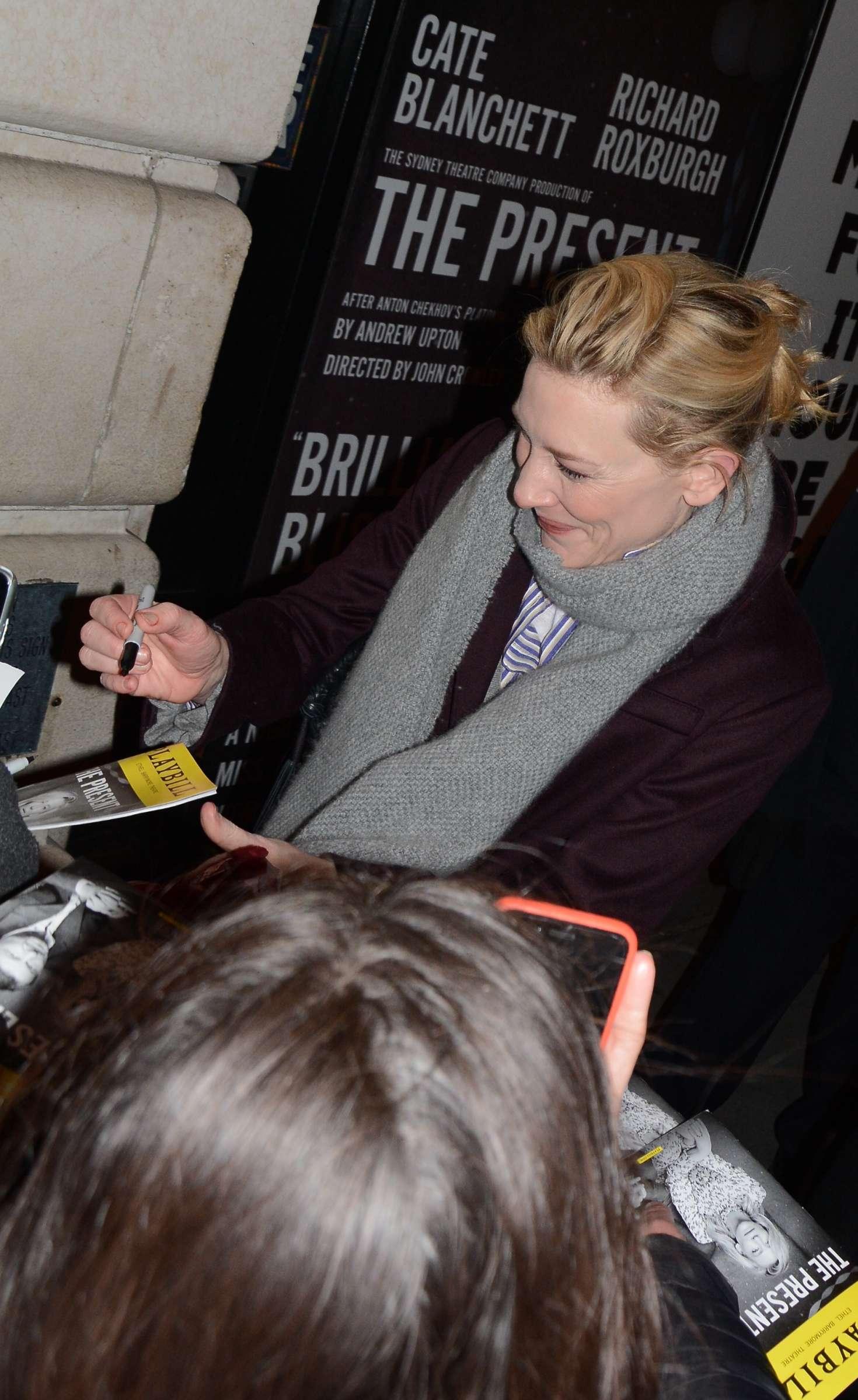 Cate Blanchett 2017 : Cate Blanchett: Meets fans after her broadway performance -07