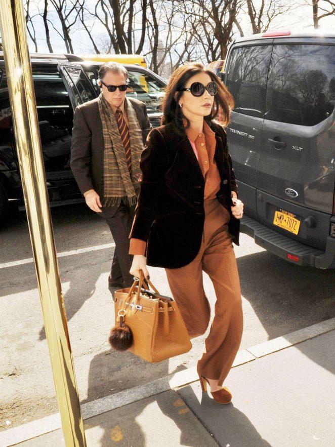 Catherine Zeta Jones arrives to her apartment in NYC
