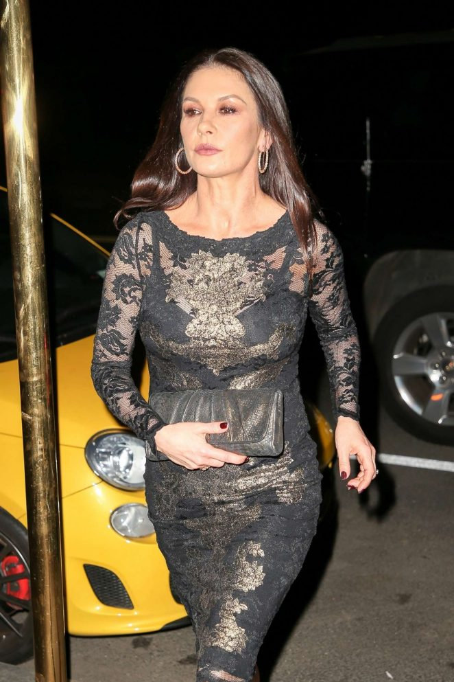 Catherine Zeta Jones - Arriving back at her apartment in New York