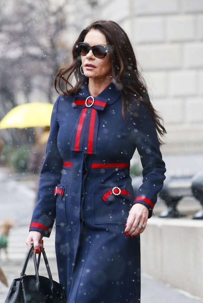 Catherine Zeta-Jones - Arriving home in New York