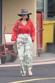 Catherine Zeta-Jones - Catching a helicopter to Silverstone to watch the British Formula 1