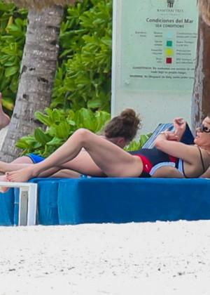 Catherine Zeta-Jones sabotea a unos paparazzi con