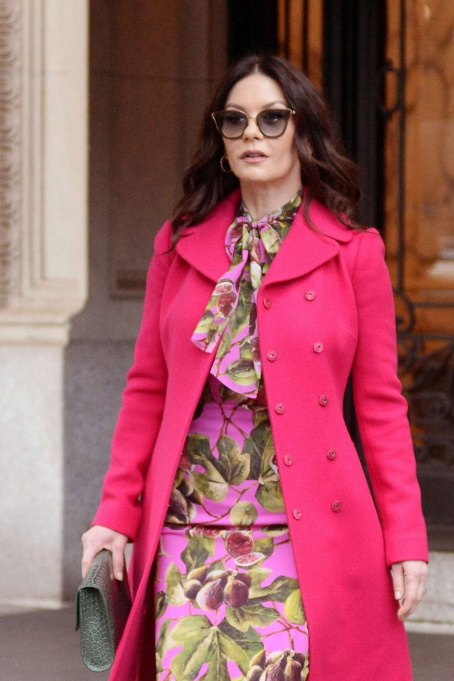 Catherine Zeta Jones: Leaving her apartment in New York City -04