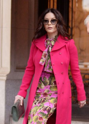 Catherine Zeta Jones - Leaving her apartment in New York City