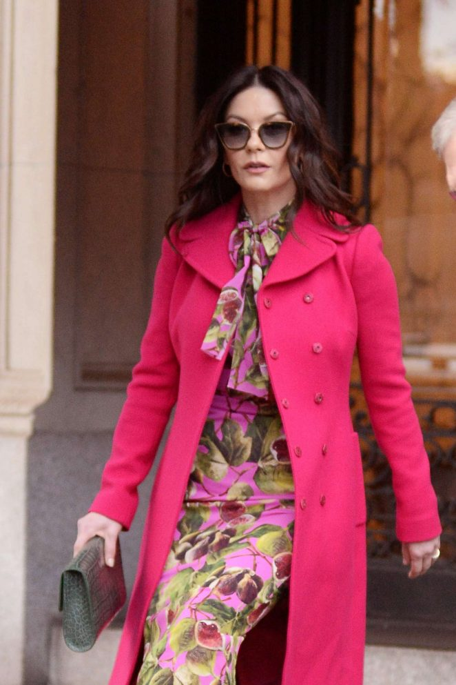 Catherine Zeta Jones – Leaving her apartment in New York City