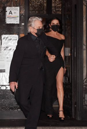 Catherine Zeta Jones - Leaving her New York City apartment