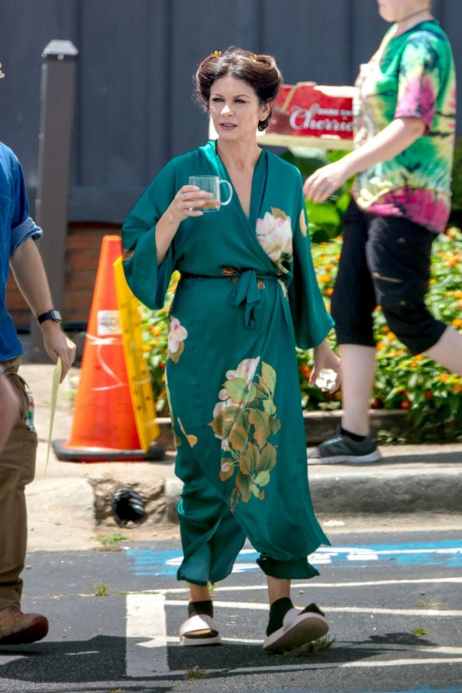 Catherine Zeta Jones - On the set of 'Queen America' in Atlanta