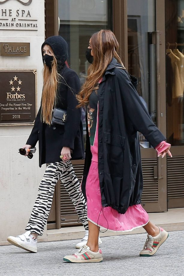 Cathy Guetta - Seen at her hotel with a friend in Paris