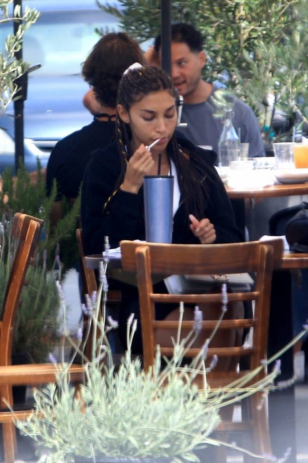Chantel Jeffries - Having lunch at Mauro's Cafe in West Hollywood