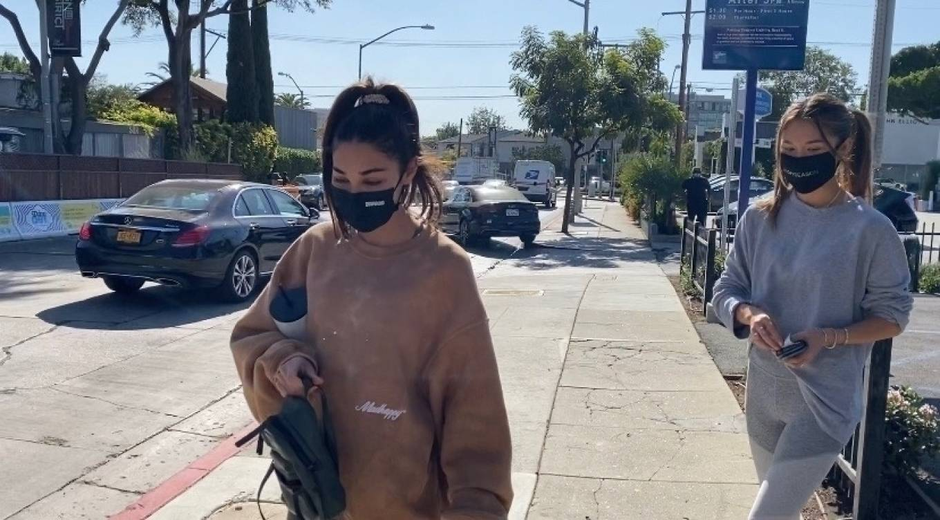 Chantel Jeffries 2020 : Chantel Jeffries – seen at Dogpound with a friend in Los Angeles-07