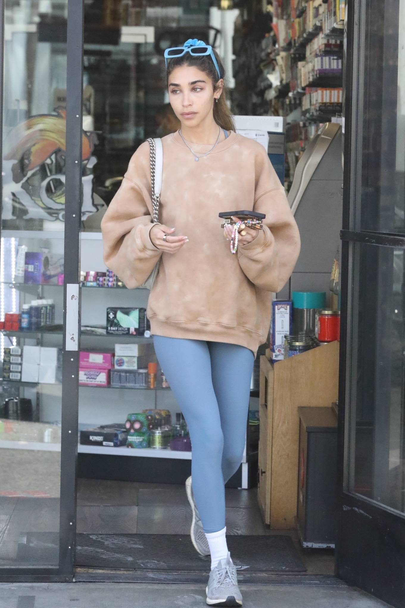 Chantel Jeffries - Shopping in Los Angeles