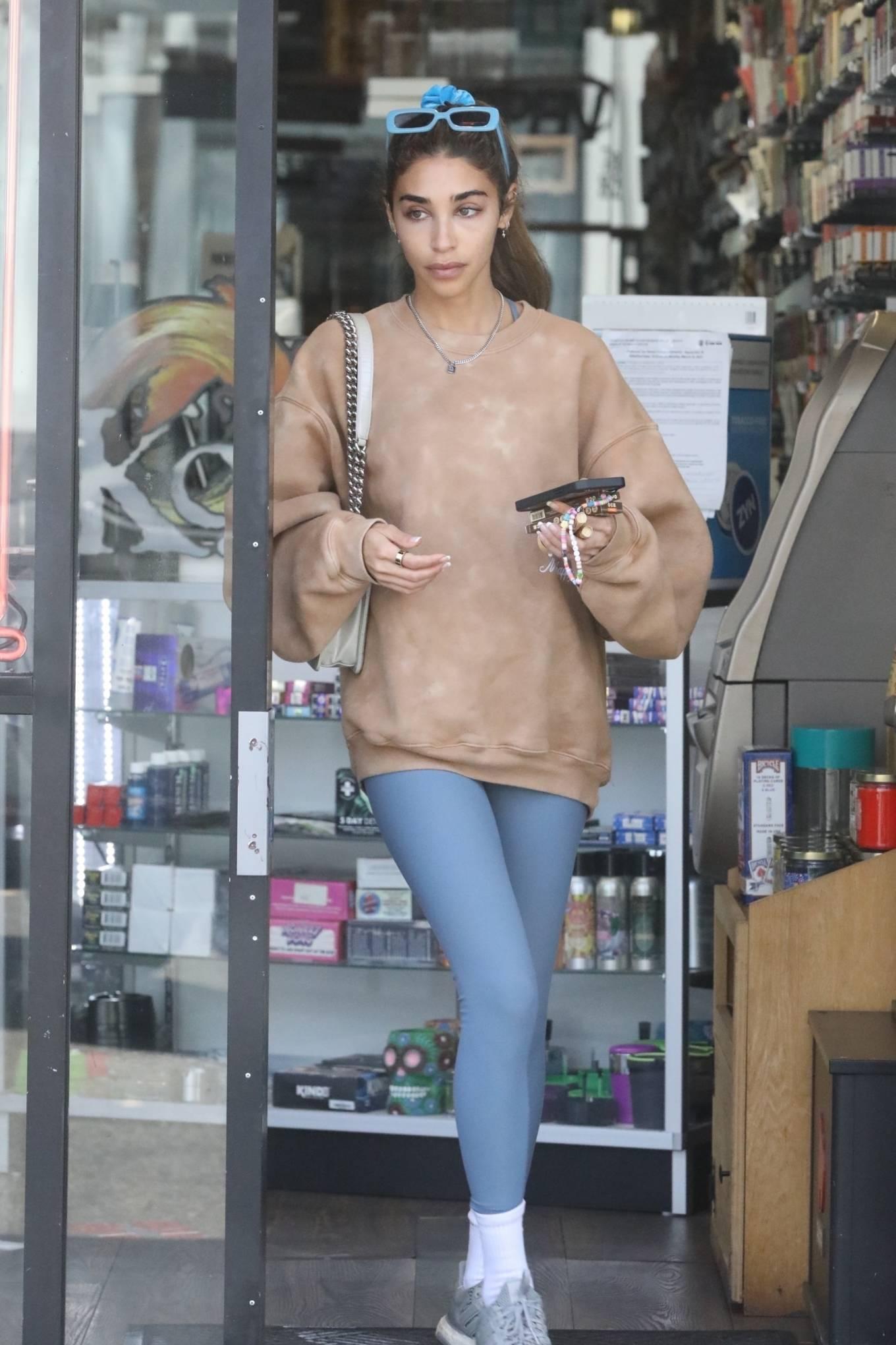 Chantel Jeffries 2021 : Chantel Jeffries – Shopping in Los Angeles-08