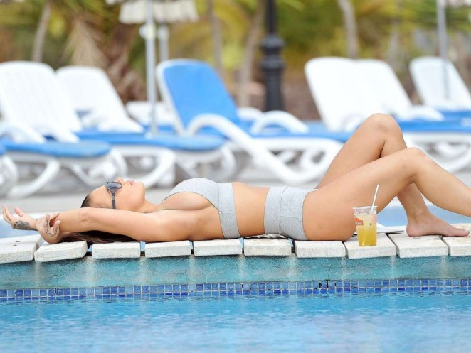 Chantelle Connelly in Bikini 2016 -02