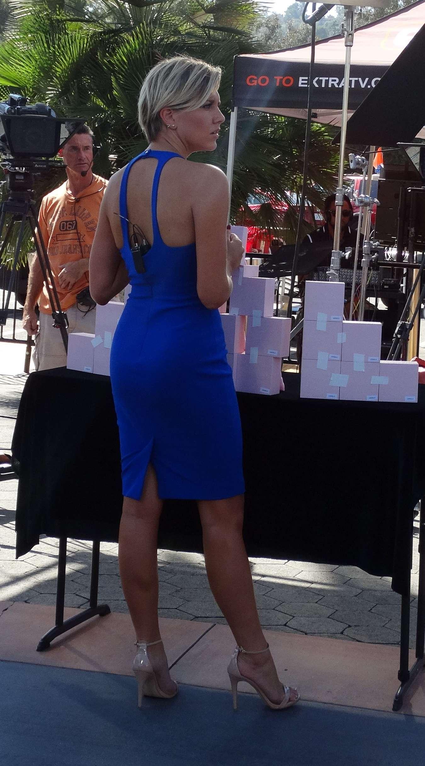Charissa Thompson On The Set Of Extra 02 Gotceleb