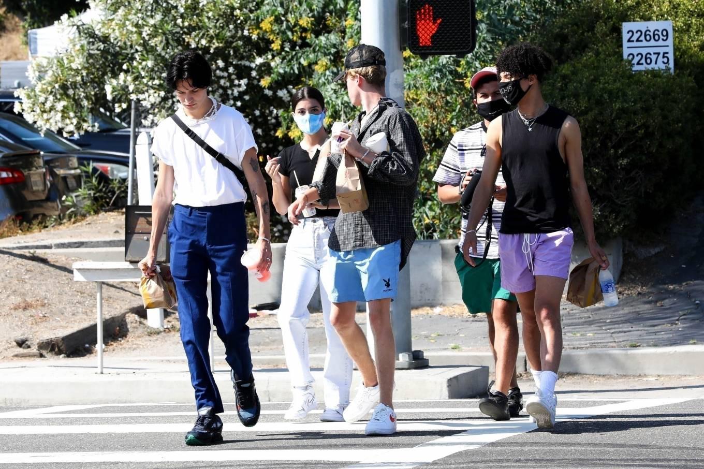 Charli D'amelio 2020 : Charli Damelio out with her boyfriend in Malibu-01