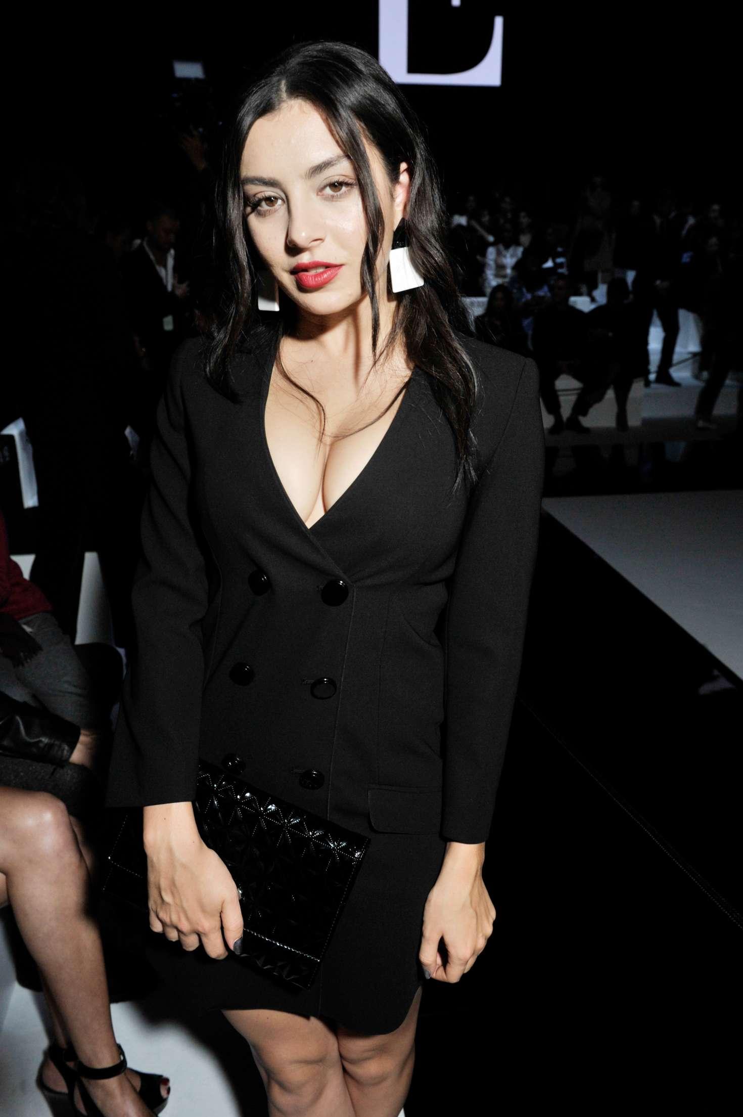 Charli xcx emporio armani show ss 2017 04 gotceleb for Lindsay aitchison