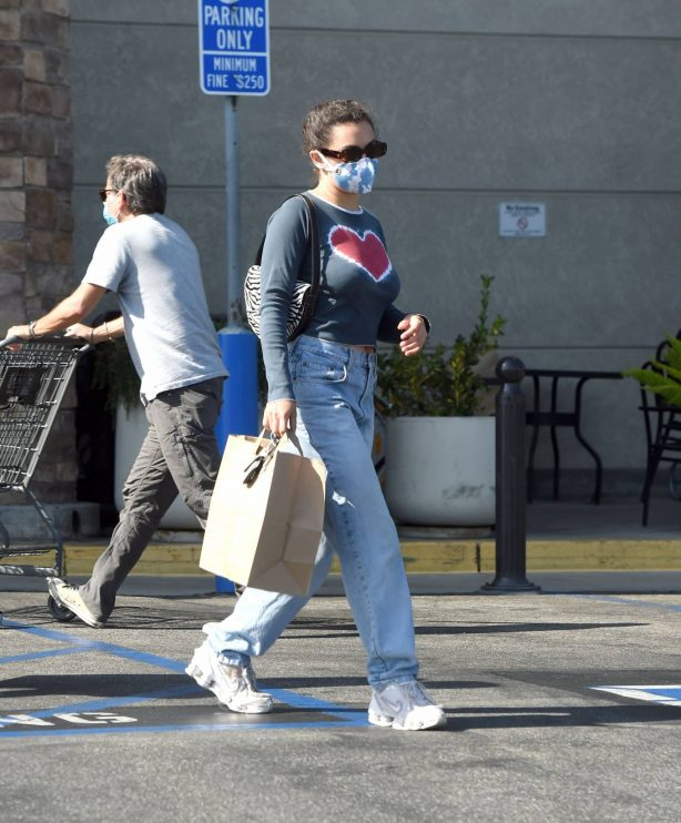 Charli XCX - Grocery Shopping at Gelson's Market in Los Angeles