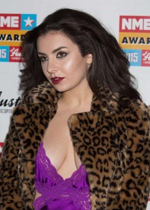 Charli xcx nme awards 2015 06 gotceleb for Lindsay aitchison