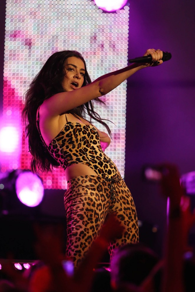 Charli XCX - Performs on Jimmy Kimmel Live in Hollywood