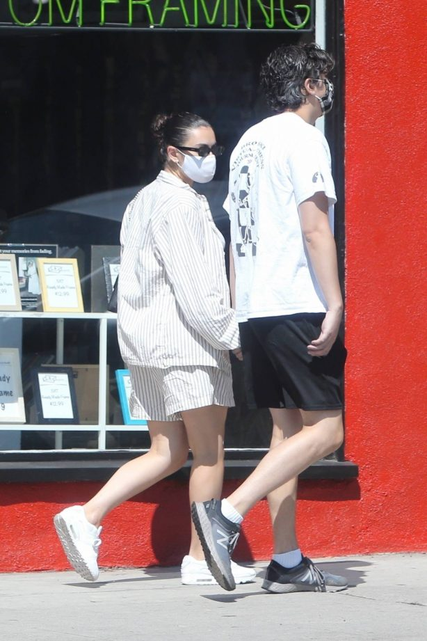 Charli XCX - Walk with her boyfriend in Los Angeles