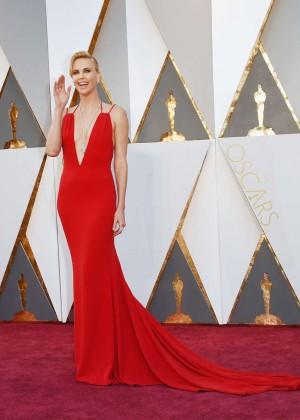 Charlize Theron: 2016 Oscars -04