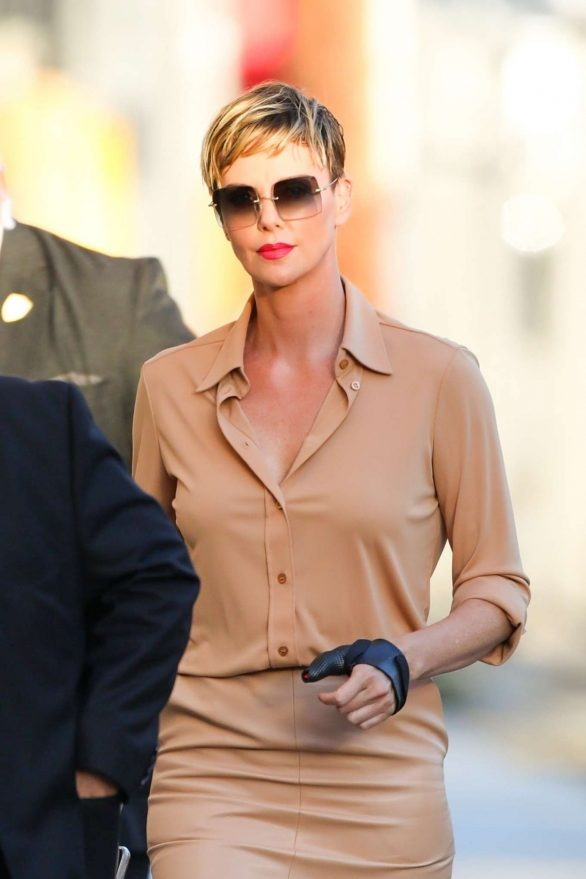 Charlize Theron - Arrives at Jimmy Kimmel Live in Los Angeles