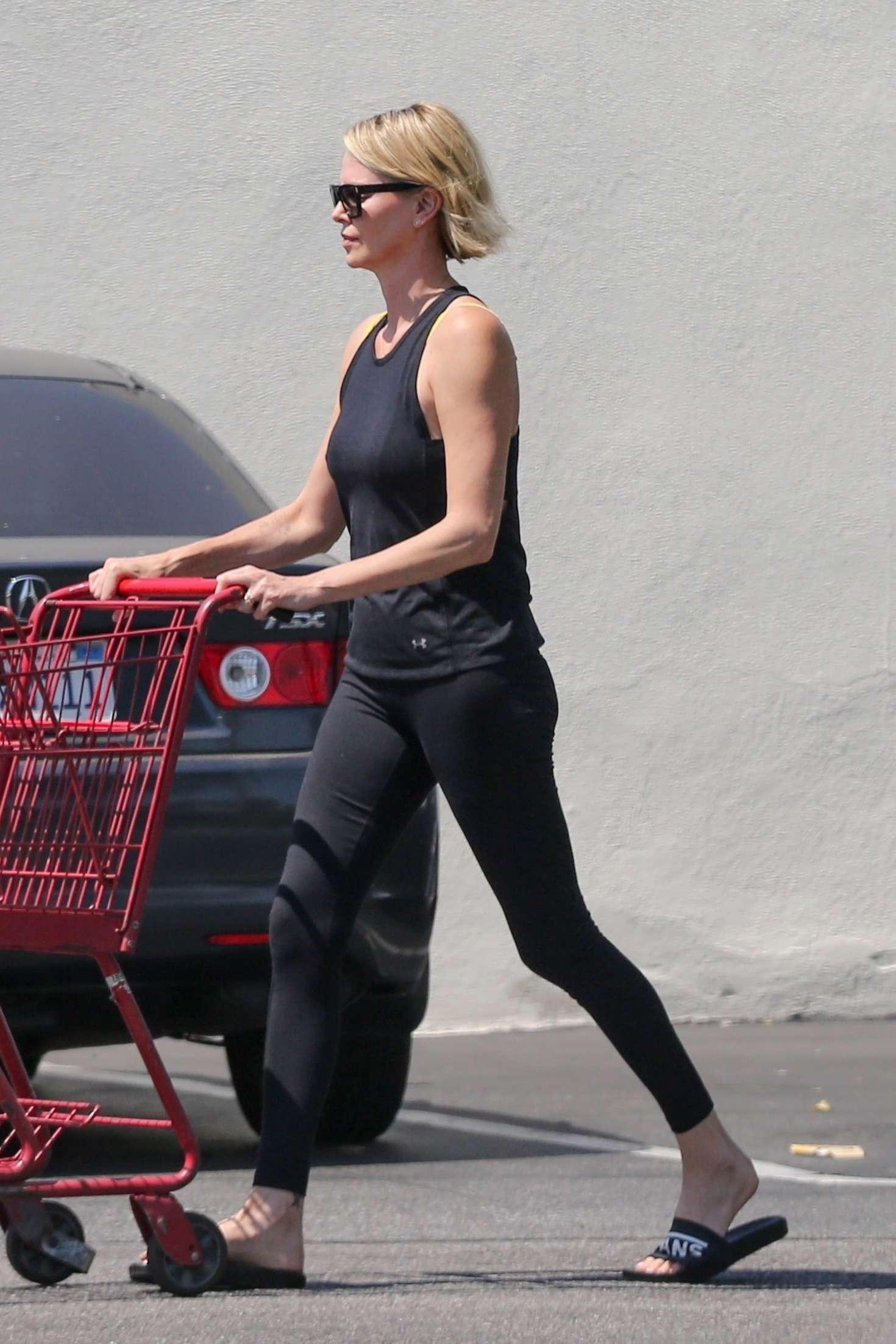 Charlize Theron - Grocery shopping in Los Angeles