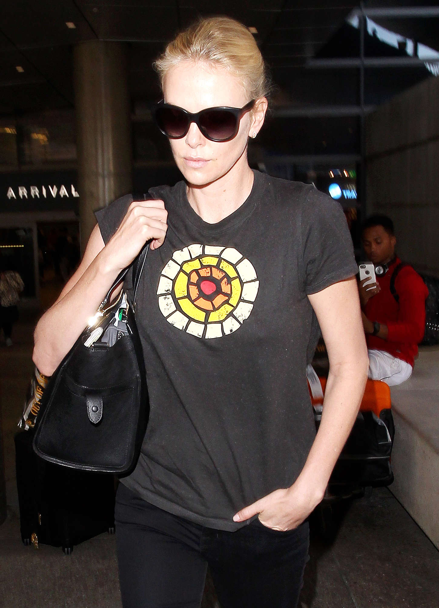 Charlize Theron 2015 : Charlize Theron: LAX airport -01