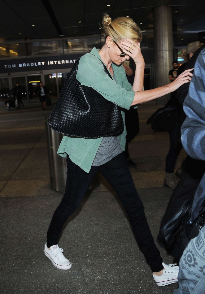 Charlize Theron 2015 : Charlize Theron: LAX airport -05