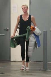 Charlize Theron - Leaves a yoga class in Los Angeles
