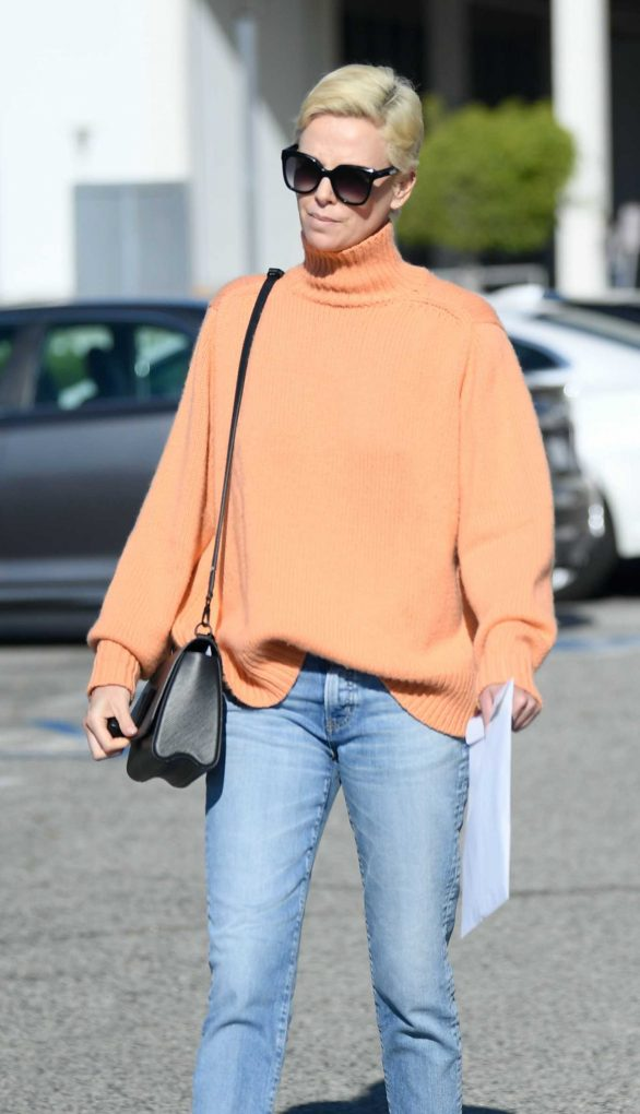 Charlize Theron - Leaves the West LA Federal Building