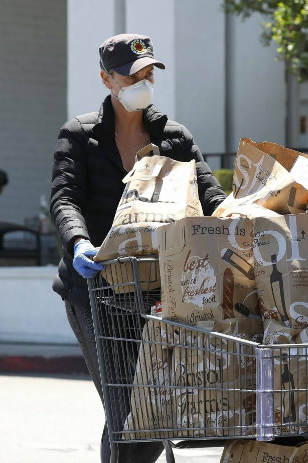 Charlize Theron - Leaving Bristol Farms with a cart full of groceries in West Hollywood
