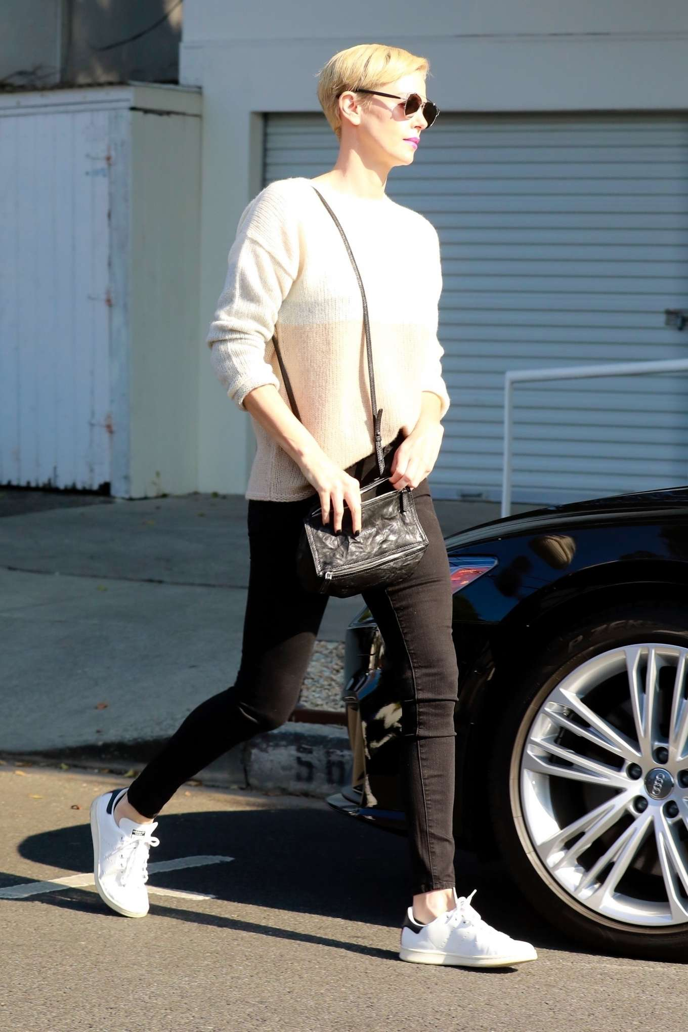 Charlize Theron 2020 : Charlize Theron – Makes a solo trip to a furniture store in Los Angeles-01