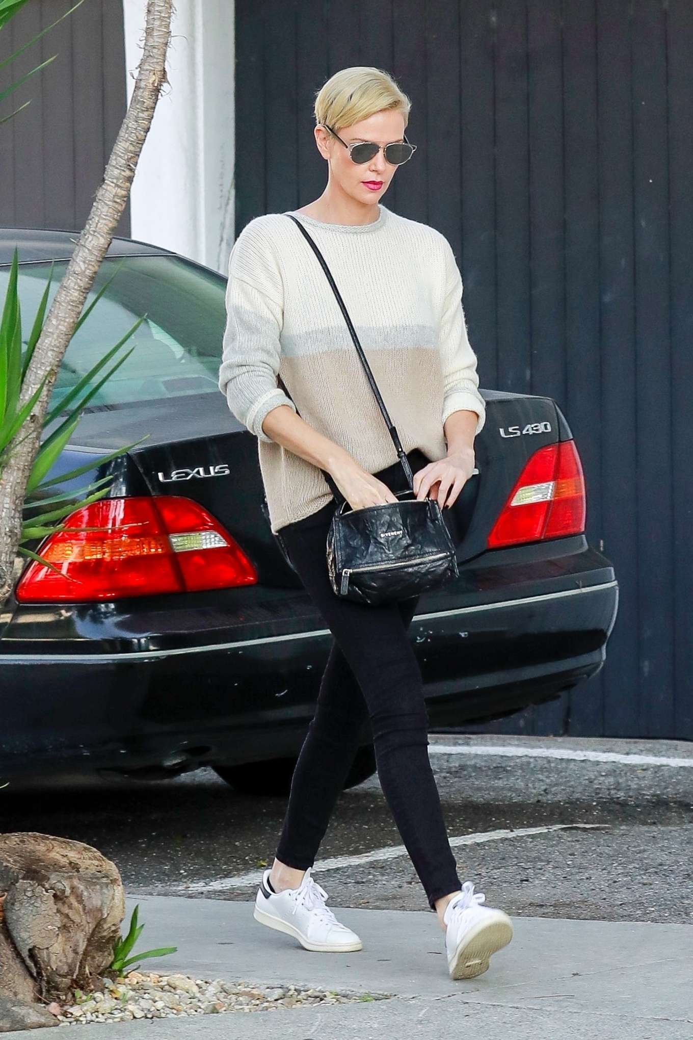 Charlize Theron 2020 : Charlize Theron – Makes a solo trip to a furniture store in Los Angeles-05