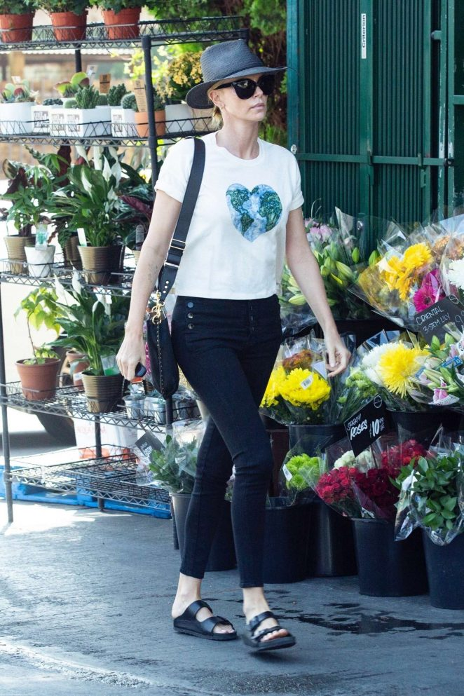 Charlize Theron - Shopping at Bristol Farms in Los Angeles