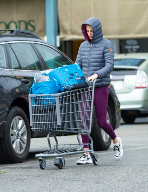 Charlize Theron - Shopping at Whole Foods in West Hollywood