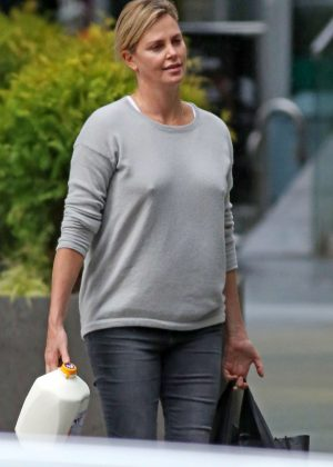 Charlize Theron: Shopping in Vancouver -01  Charlize Theron