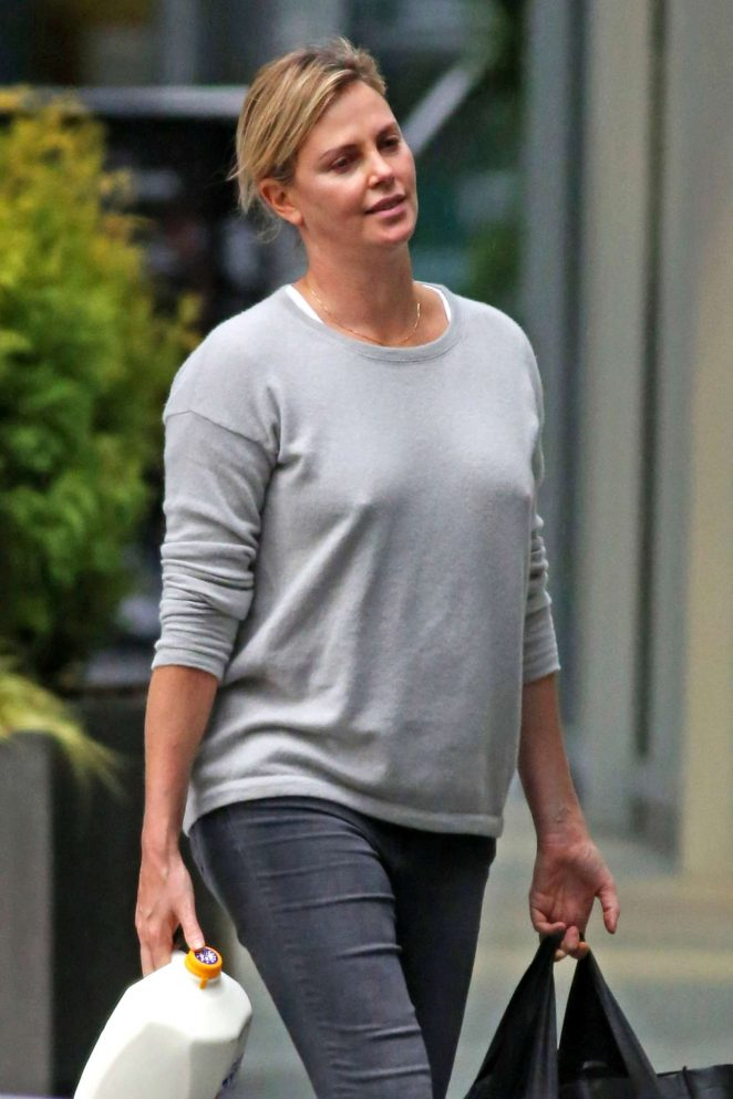 Charlize Theron - Shopping in Vancouver