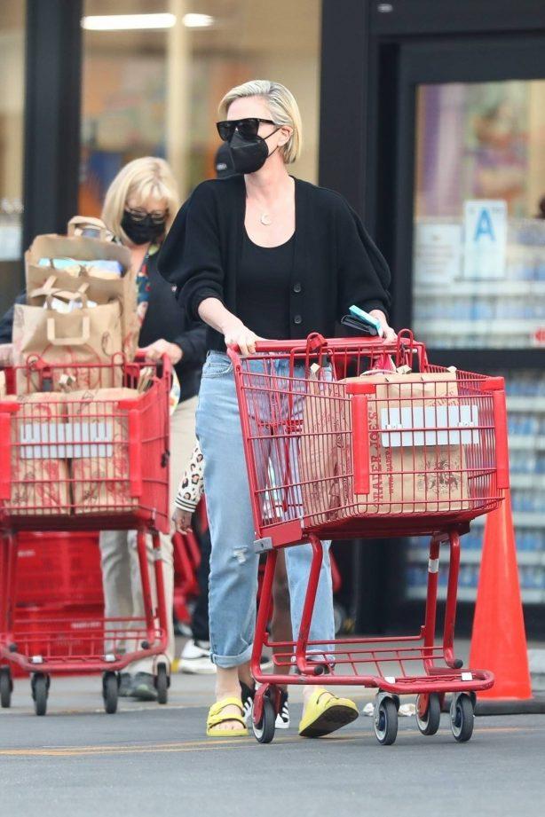 Charlize Theron - Stops at Trader Joe's in Los Angeles