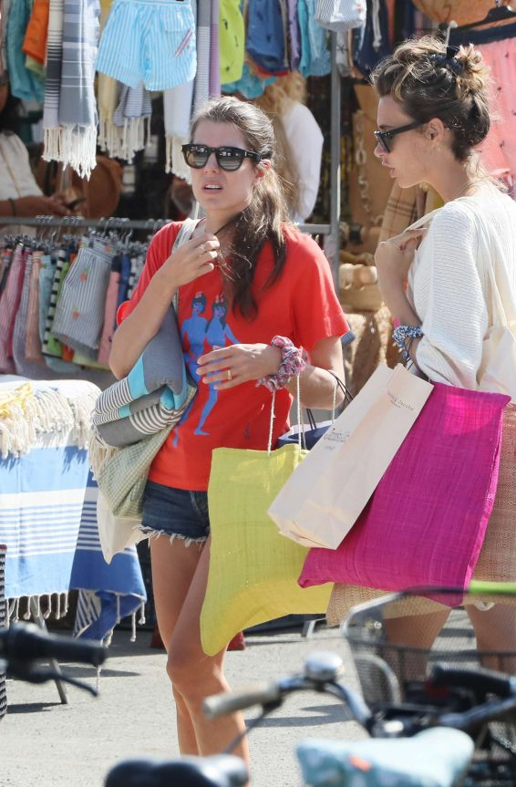 Charlotte Casiraghi 2019 : Charlotte Casiraghi – Shopping on the market in Cap-Ferret-07
