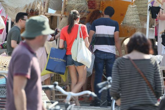 Charlotte Casiraghi 2019 : Charlotte Casiraghi – Shopping on the market in Cap-Ferret-10