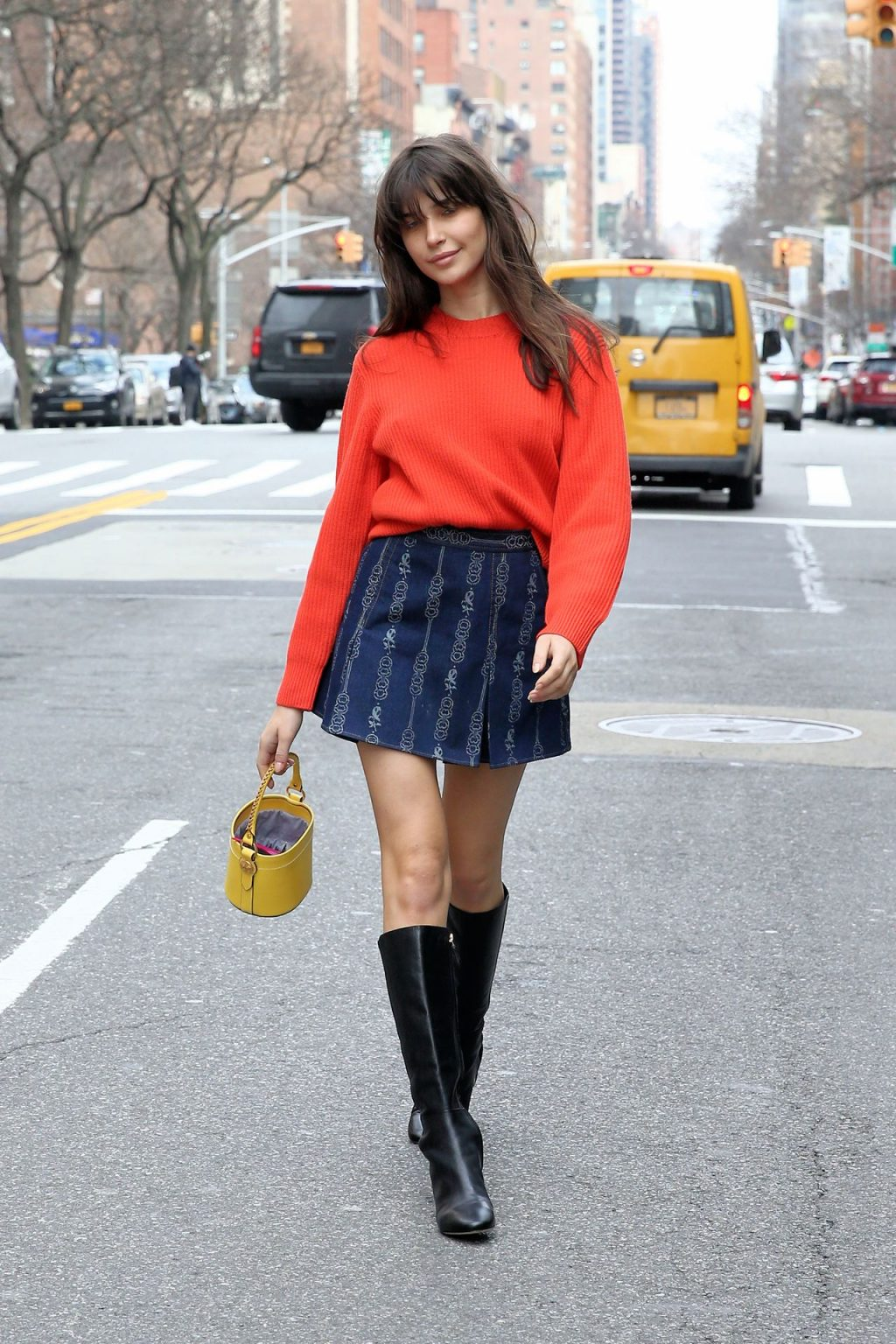 Charlotte D'Alessio - Possing in New York City